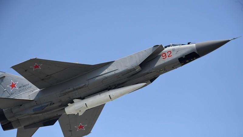 Máy bay chiến đấu MiG-31 được trang bị tên lửa siêu thanh Kinzhal. Ảnh: SPUTNIK
