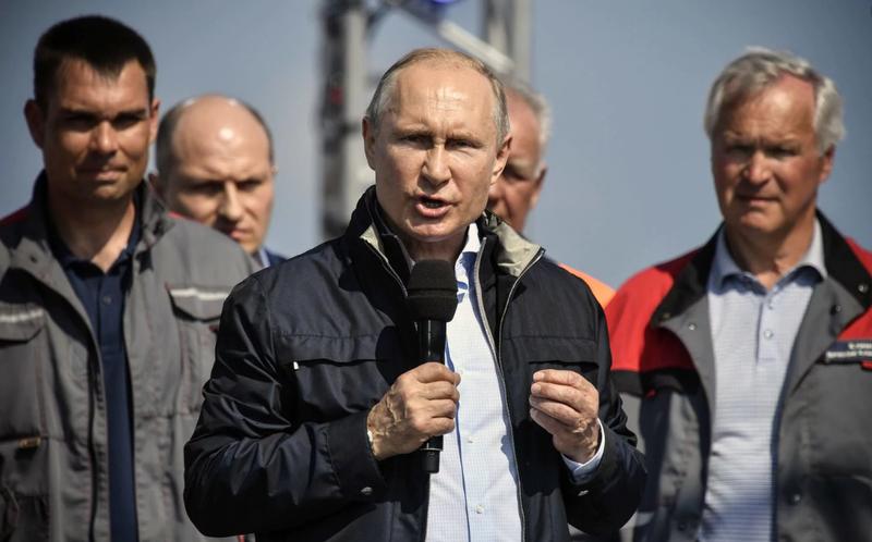 Tổng thống Nga Vladimir Putin phát biểu tại lễ khánh thành cây cầu nối liền Nga với bán đảo Crimea – lãnh thổ Nga sáp nhập từ Ukraine năm 2014, ngày 15-5. Ảnh: AP