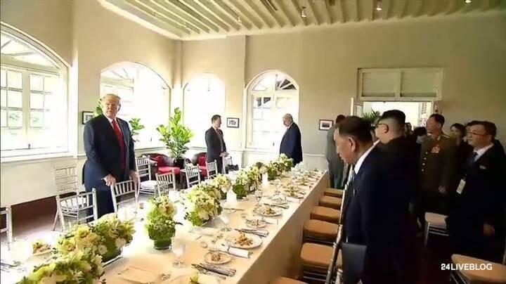 Hai ông Trump-Kim và hai phái đoàn hai bên cùng dự bữa trưa. Ảnh: CNA