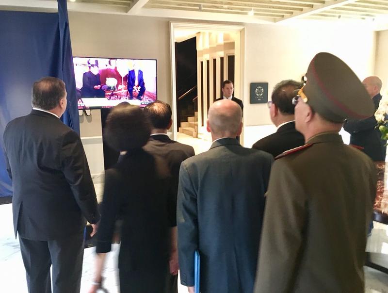 Hai ông Trump-Kim kết thúc gặp riêng, bắt đầu gặp mở rộng - ảnh 4