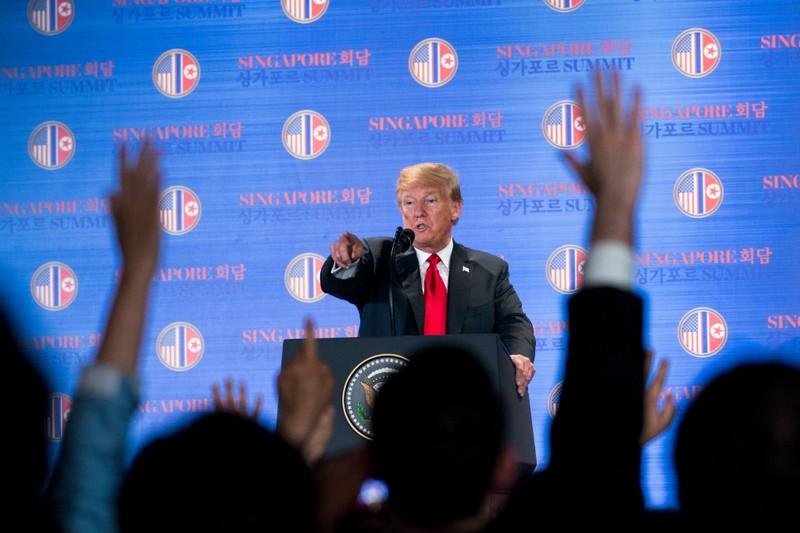 Tổng thống Mỹ Donald Trump trong cuộc họp báo chiều 12-6 tại Singapore sau thượng đỉnh Mỹ-Triều. Ảnh: NYT