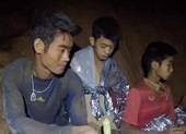 Đội bóng nhí Thái Lan chia thành 4 nhóm rời hang