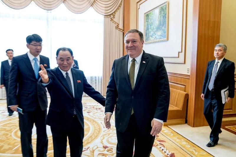 Ngoại trưởng Mỹ Mike Pompeo (phải, giữa) gặp Phó Chủ tịch đảng Lao động Triều Tiên Kim Yong-chol (trái, giữa) vào ngày 7-7 tại Bình Nhưỡng. Ảnh: NYT