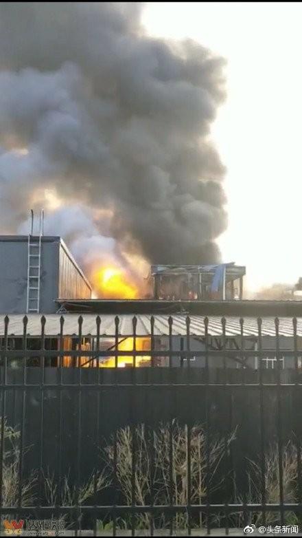 Hình ảnh nhà máy hóa chất Yibin Hengda Technology phát nổ trên mạng TWITTER