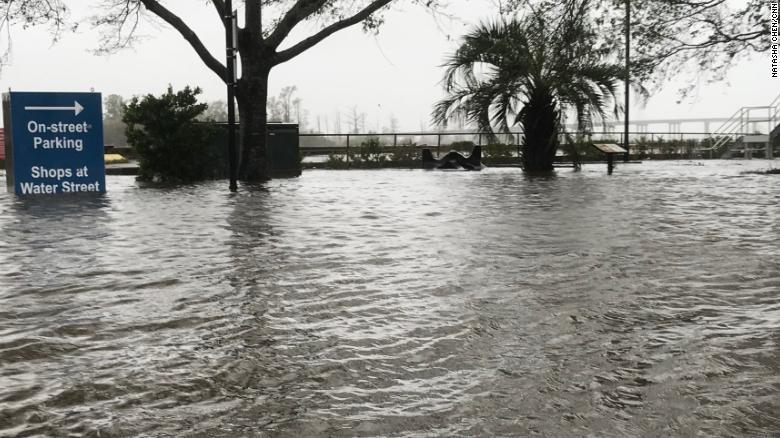 Trung tâm TP Wilmington, bang North Carolina (Mỹ) ngập trong nước vì bão Florence ngày 14-9. Ảnh: CNN