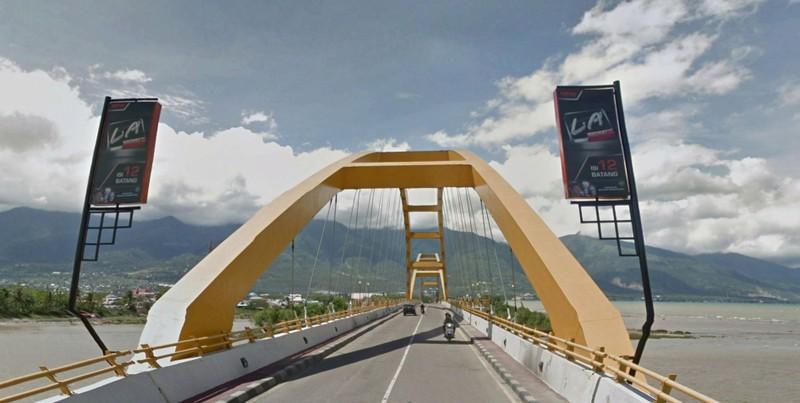 Cây cầu trên sông Palu trước thảm họa. Ảnh: GOOGLE EARTH