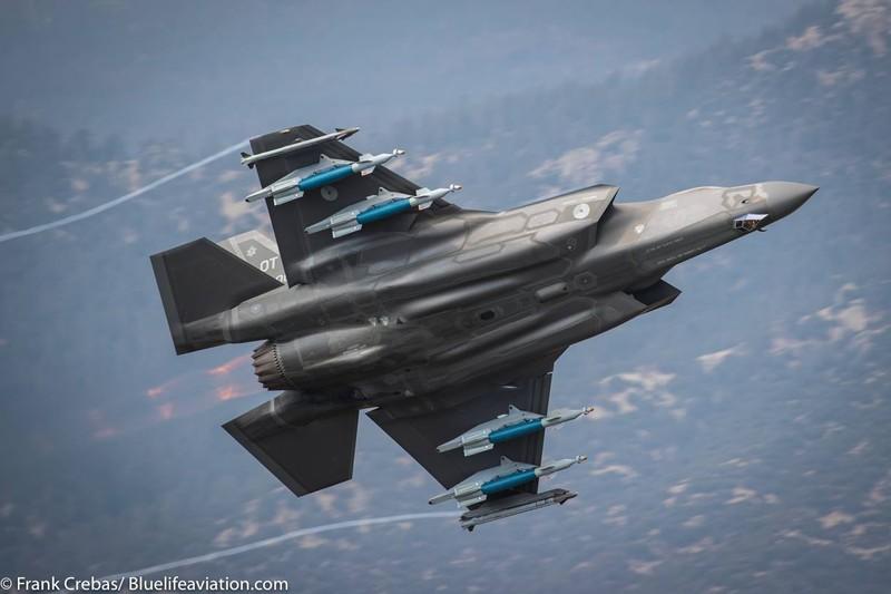 Mỹ tạm ngưng hoạt động toàn bộ F-35 sau sự cố một chiếc F-35B rơi tháng trước. Ảnh: AVIATIONIST