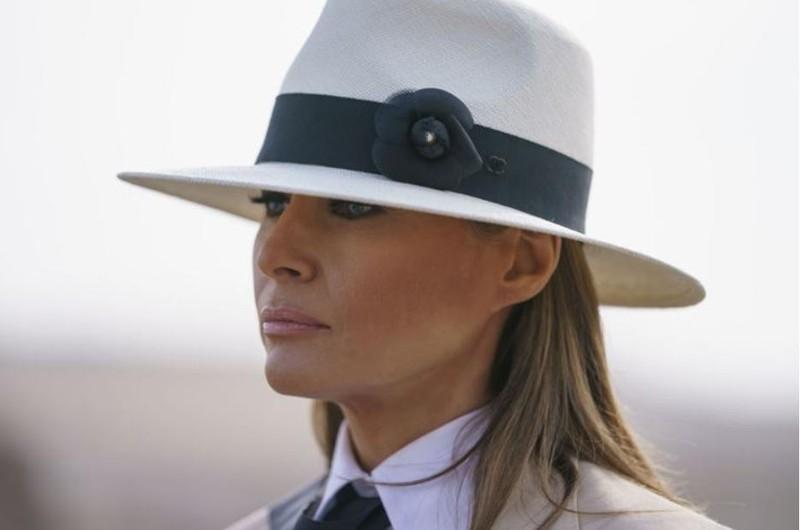 Máy bay chở bà Melania Trump phải quay lại sân bay và hạ cánh khẩn chỉ 10 phút sau khi cất cánh vì khói và mùi len dày khoang máy bay. Ảnh: AP