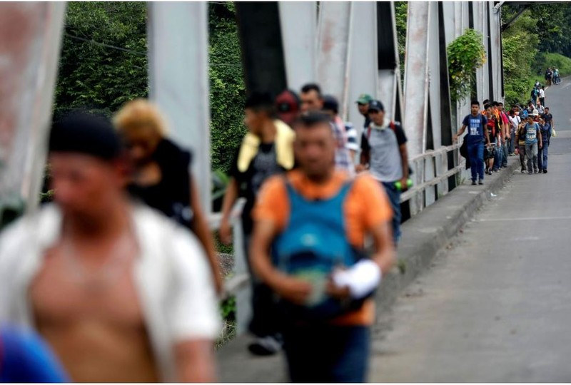 Ông Trump dọa triển khai quân đội đến biên giới với Mexico