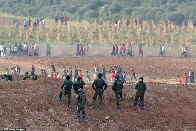 Israel triển khai 60 xe tăng, xe bọc thép đến biên giới Gaza - ảnh 13