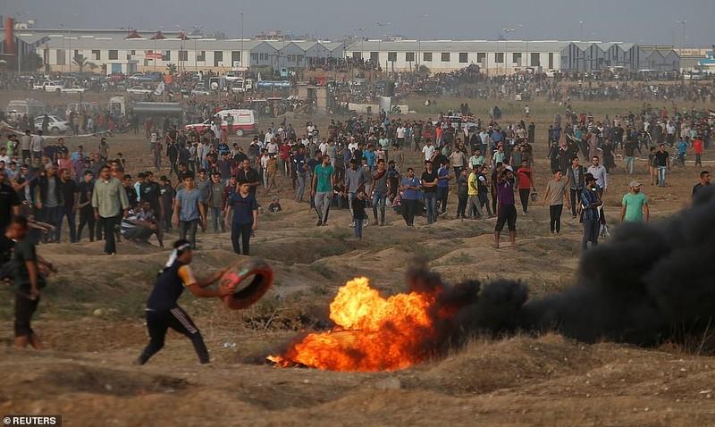 Israel triển khai 60 xe tăng, xe bọc thép đến biên giới Gaza - ảnh 11