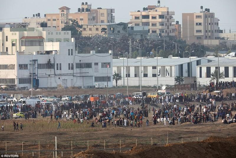 Israel triển khai 60 xe tăng, xe bọc thép đến biên giới Gaza - ảnh 12
