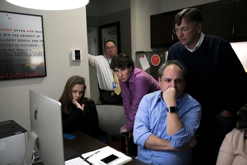 Bên trong phòng chiến lược của Ủy ban đảng Cộng hòa ngày 6-11. Ảnh: NEW YORK TIMES