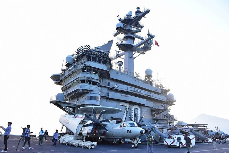 Mở tiệc chiêu đãi trên tàu sân bay USS Carl Vinson - ảnh 2