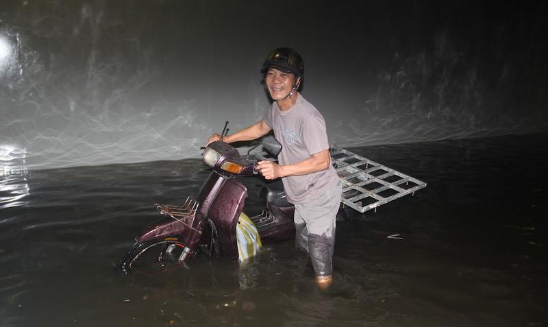 Đà Nẵng: Hầm chui trăm tỉ biến thành sông sau một cơn mưa - ảnh 3
