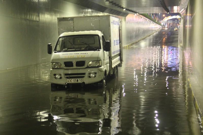 Đà Nẵng: Hầm chui trăm tỉ biến thành sông sau một cơn mưa - ảnh 4