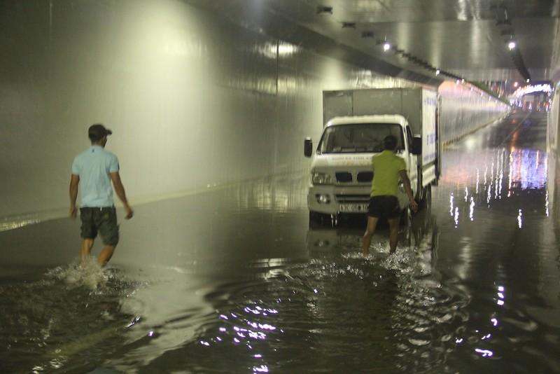 Đà Nẵng: Hầm chui trăm tỉ biến thành sông sau một cơn mưa - ảnh 5