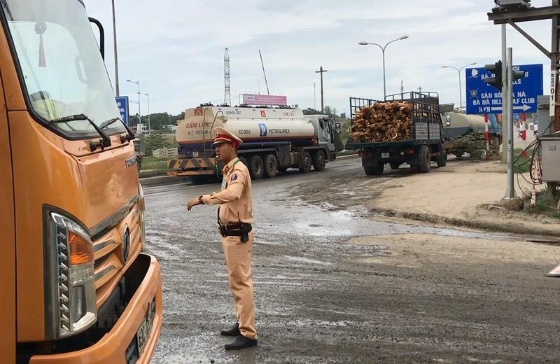 Dân Đà Nẵng lại ra đường chặn xe vì ô nhiễm - ảnh 1