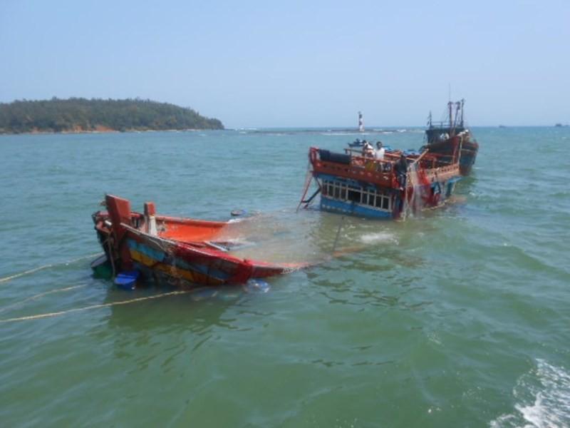 Tàu chở 44 ngư dân bị chìm ở khu vực quần đảo Trường Sa - ảnh 1