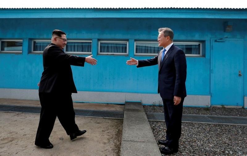 Bí mật trong đôi giày ông Kim Jong-un mang khi gặp ông Moon - ảnh 1