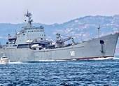 2 tàu chiến Nga chở đầy xe tăng, radar đến Syria?