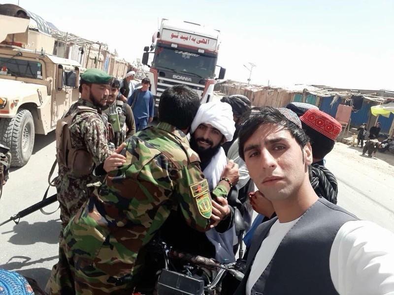 Sốc: Taliban bắt tay, ôm lực lượng Afghanistan, IS 'phá đám' - ảnh 2