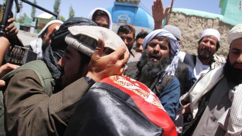 Sốc: Taliban bắt tay, ôm lực lượng Afghanistan, IS 'phá đám' - ảnh 1