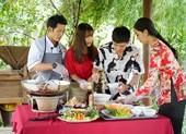 Hậu ra mắt MV mới Gin dắt tay Han Sara về Bến Tre ăn trái cây