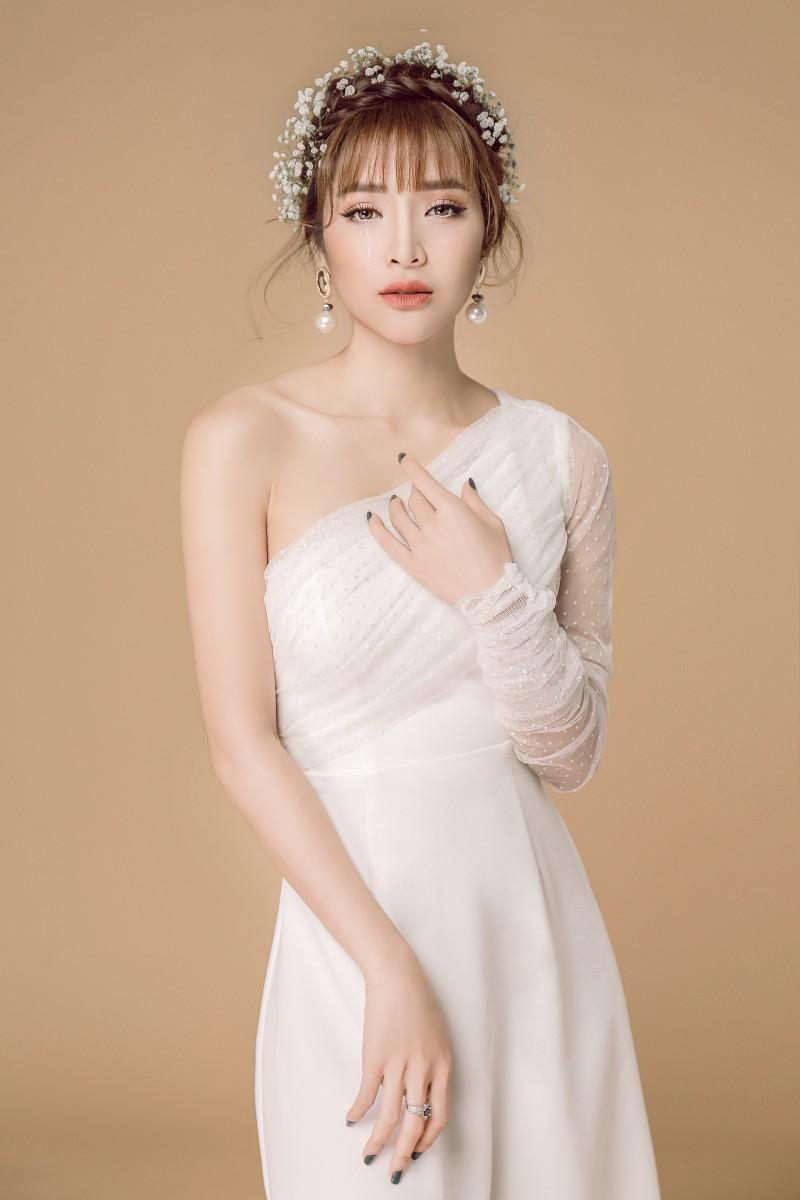 Phương Trinh Jolie mong manh trong váy trắng nói về tình yêu - ảnh 3