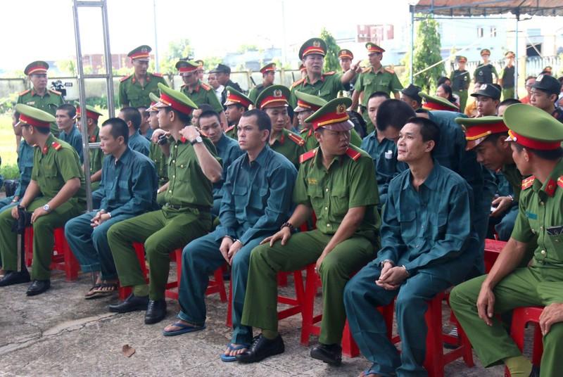 Phạt tù 15 bị cáo chặn QL1, tấn công Đội PCCC Phan Rí - ảnh 2