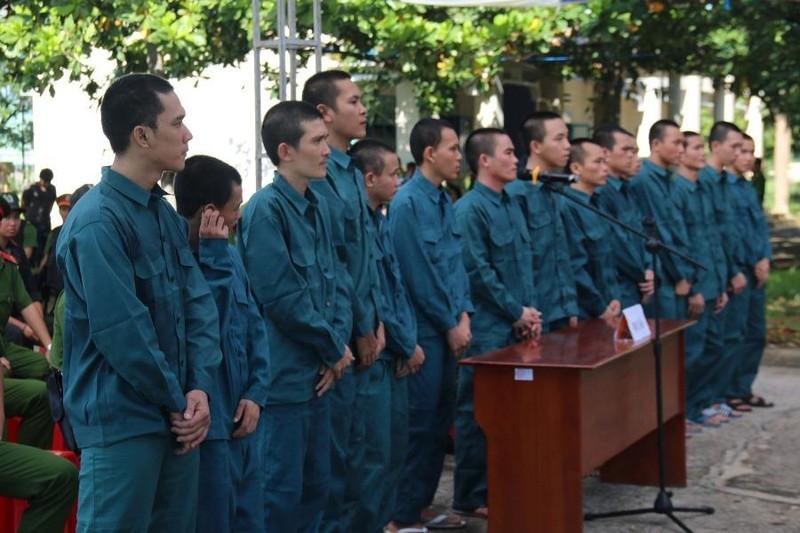 Phạt tù 15 bị cáo chặn QL1, tấn công Đội PCCC Phan Rí - ảnh 4