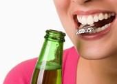 10 thói quen khiến răng dễ gãy