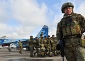 Ukraine dỡ bỏ thiết quân luật dù vẫn căng thẳng với Nga
