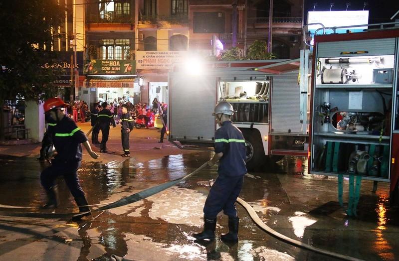 Hỏa hoạn, khoa cấp cứu bệnh viện hoảng hốt di tản bệnh nhân - ảnh 1