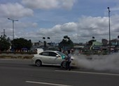 Xe 4 chỗ đang chạy, bốc cháy trên đường Phạm Văn Đồng