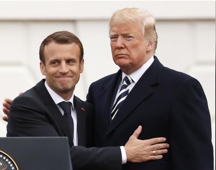 Tổng thống Mỹ Donald Trump (phải) và Tổng thống Pháp Emmanuel Macron trong lễ đón chính thức tại Nhà Trắng ngày 24-4. Ảnh: REUTERS