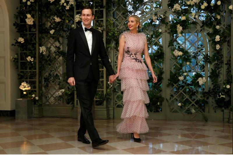 Hai cố vấn cấp cao Jared Kushner và Ivanka Trump – con rể và con gái Tổng thống Donald Trump – đến dự buổi tiệc tối cấp nhà nước đón tiếp Tổng thống Pháp Emmanuel Marcon tại Nhà Trắng ngày 24-4. Ảnh: REUTERS