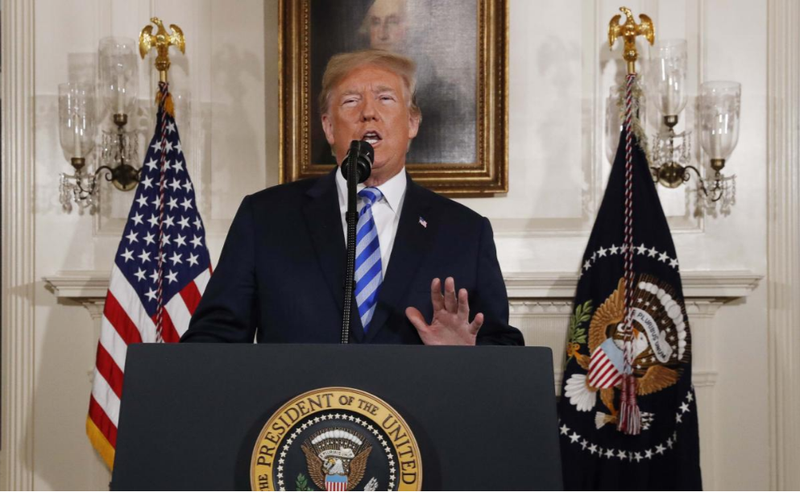 Tổng thống Mỹ Donald Trump tuyên bố về ý định rút khỏi thỏa thuận hạt nhân Iran, tại Nhà Trắng ngày 8-5. Ảnh: REUTERS