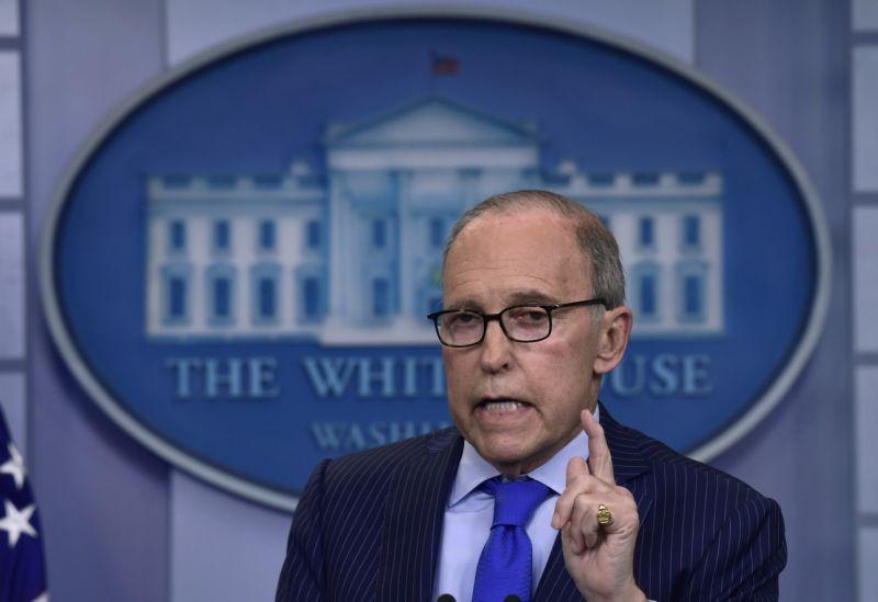 Cố vấn Kinh tế Nhà Trắng Larry Kudlow vừa phải nhập viện vì đau tim, sau một ngày vất vả bảo vệ Mỹ tại G7. Ảnh: AP