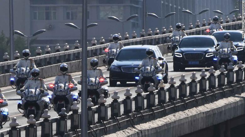 Đoàn xe chở ông Kim Jong-un tại Bắc Kinh ngày 19-6. Ảnh: CNN