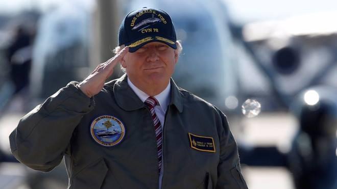 Với tư cách Tổng tư lệnh quân đội Mỹ, ông Trump yêu cầu tổ chức lễ duyệt binh ở thủ đô Washington. Ảnh: REUTERS