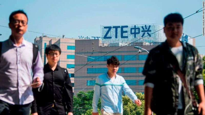 Dự luật Hạ viện Mỹ vừa thông qua cấm chính phủ Mỹ mua các các thiết bị và dịch vụ từ 2 tập đoàn công nghệ lớn của Trung Quốc là ZTE và Huawei Technologies. Ảnh: AFP