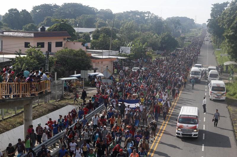Người nhập cư Trung Mỹ tại TP Ciadad Hidalgo (Mexico) ngày 21-10. Ảnh: AP