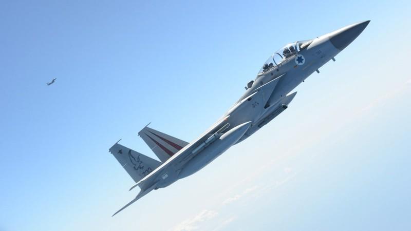 Không quân Israel vừa phải hạ cánh toàn bộ đội hình máy bay chiến đấu F-15 sau khi xảy ra sự cố một chiếc F-15 tung nắp buồng lái ở độ cao hơn 9.000m. Ảnh: HAARETZ