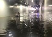 Dân bức xúc vì hầm chui trăm tỉ biến thành sông sau mưa