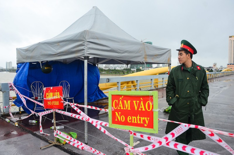 Dàn pháo hoa kỷ niệm 22 năm Đà Nẵng trực thuộc trung ương - ảnh 2