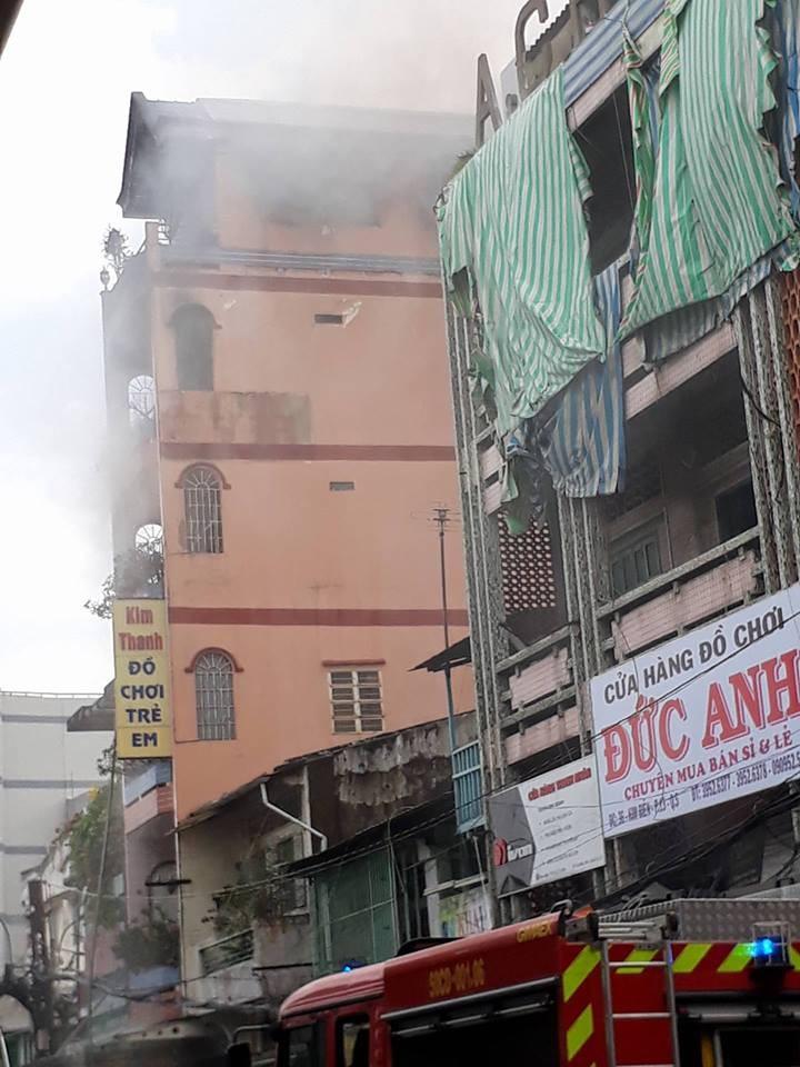 Cháy cạnh chợ Kim Biên - ảnh 1