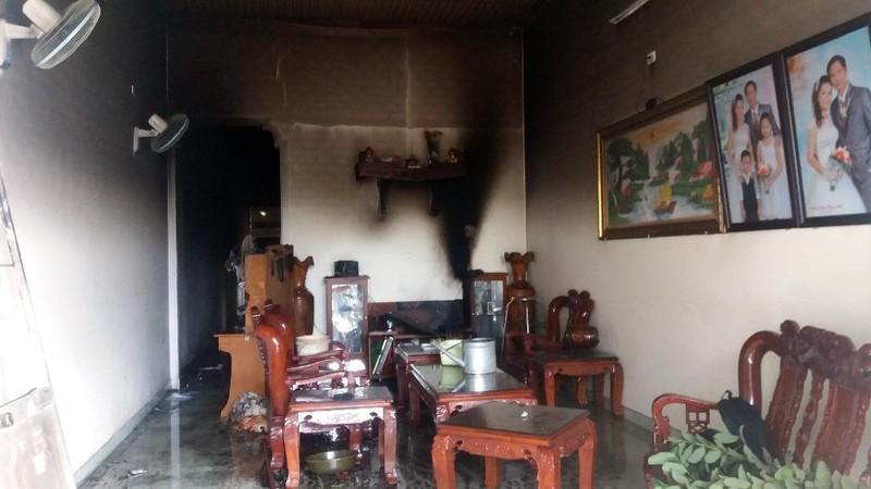 3 mẹ con kêu cứu trong căn nhà cháy - ảnh 1