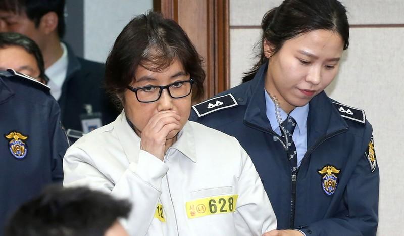 Bà Park bị phế truất, bạn thân 'pháp sư' xin lỗi - ảnh 1