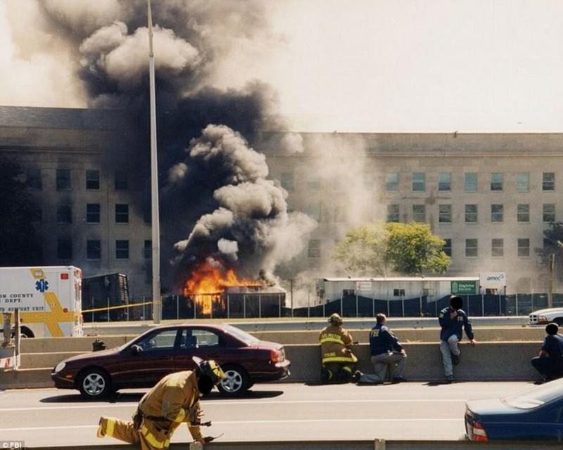 Ảnh Lầu Năm Góc tan hoang sau vụ khủng bố 11-9 - ảnh 1
